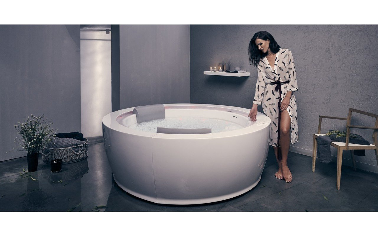 Aquatica Infinity R1 Heated Therapy Bathtub 05