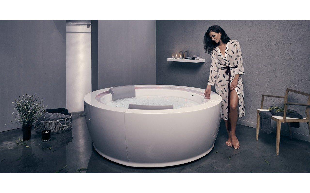 Aquatica Infinity R1 Heated Therapy Bathtub 220v 50 60hz