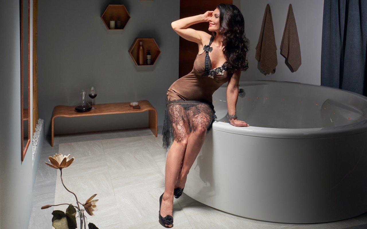 Aquatica Allegra Wht Freestanding Relax Air Massage Bathtub web(1)