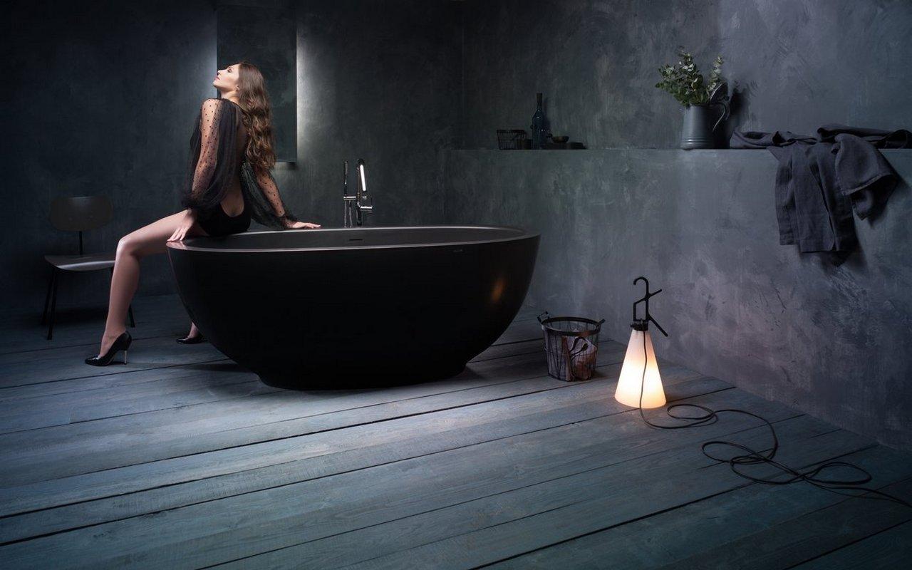 Aquatica Karolina 2 Graphite Black Solid Surface Bathtub 02 (web)
