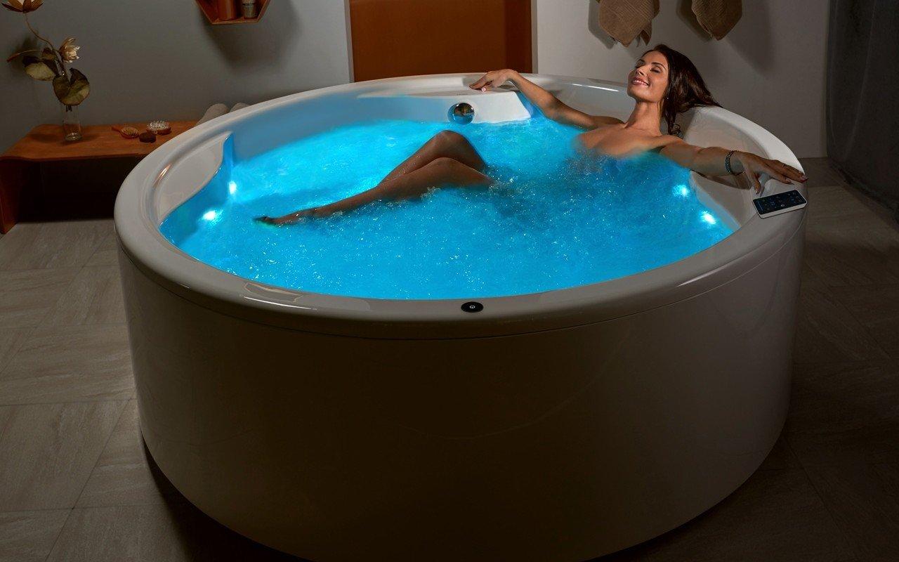 Aquatica allegra wht spa jetted bathtub int web 04