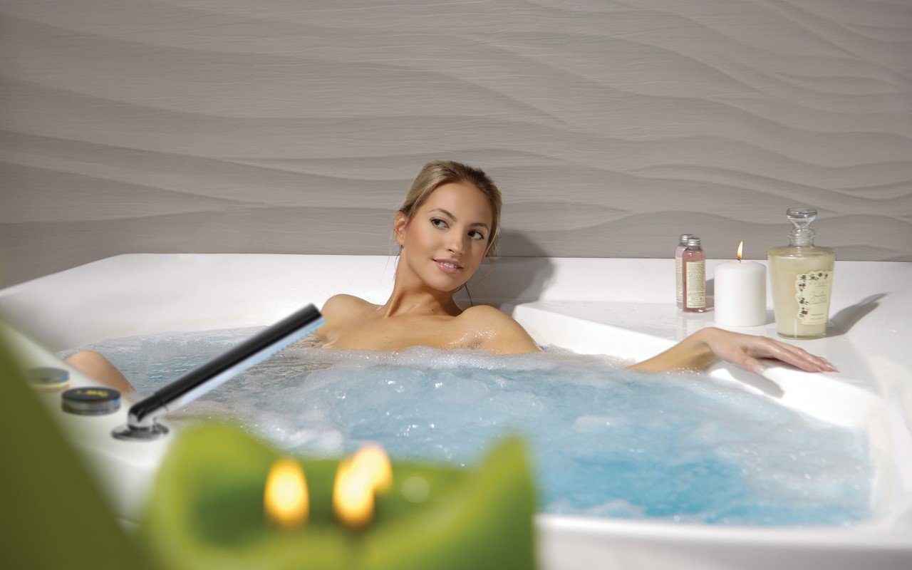 Aquatica olivia wht spa jetted corner bathtub international 05 (web)
