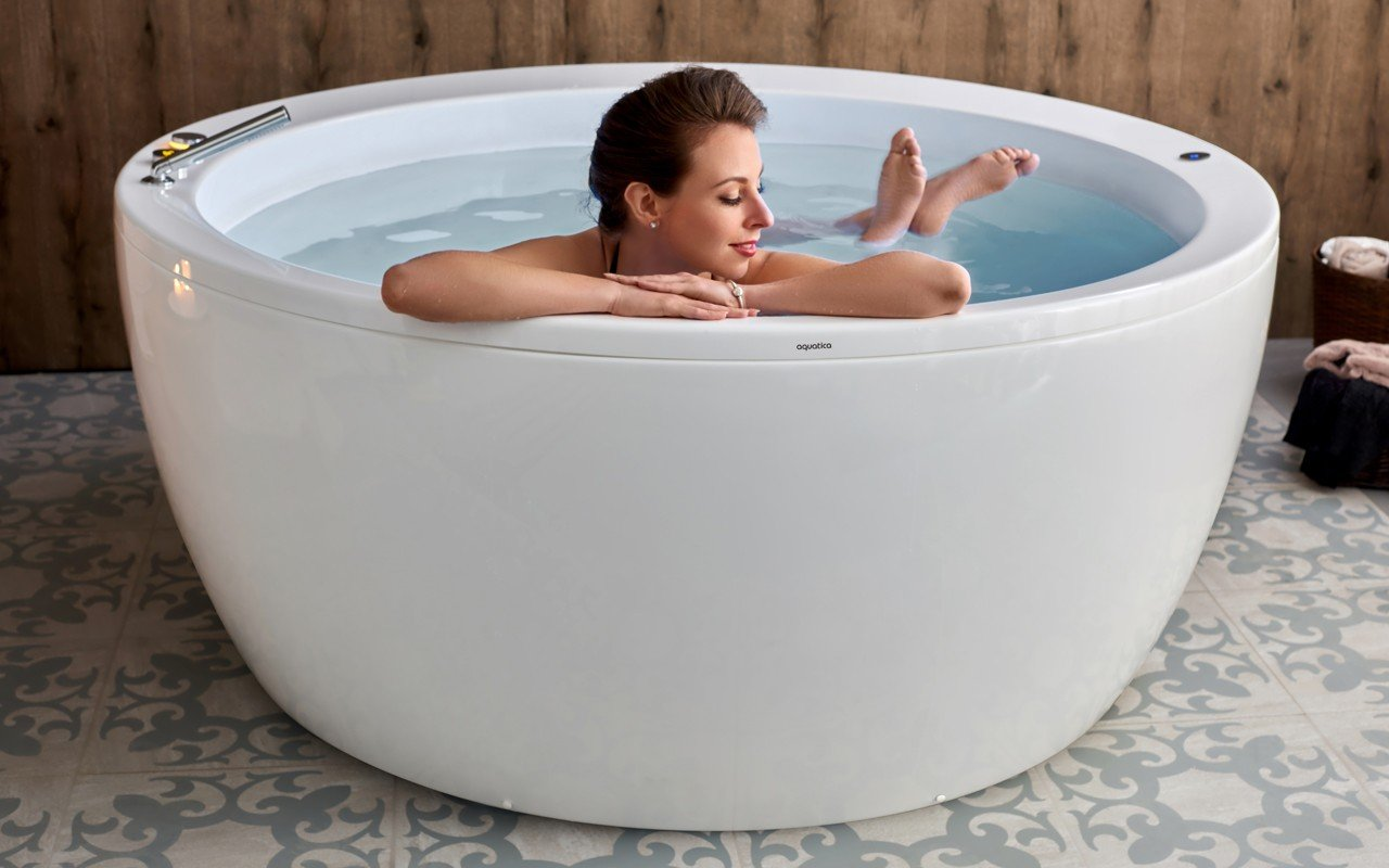 Aquatica pamela wht relax freestanding acrylic bathtub International web 01