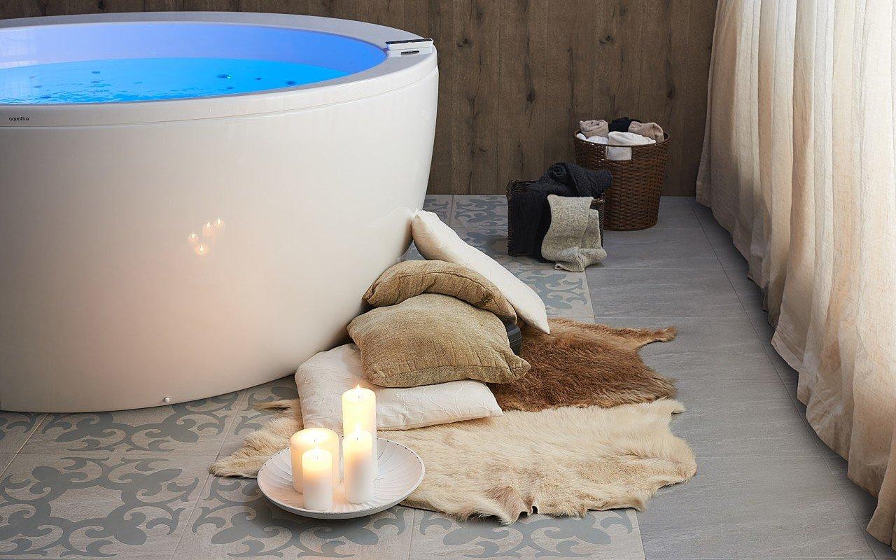 Aquatica pamela wht spa jetted bathtub web 02