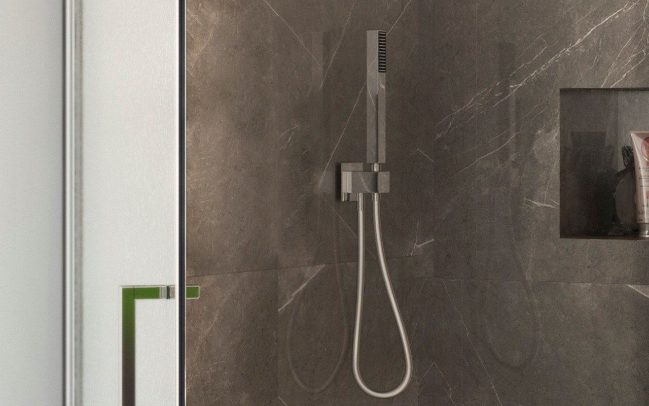 Aquatica sq 200 handshower with holder and hose in chrome 05 (web)