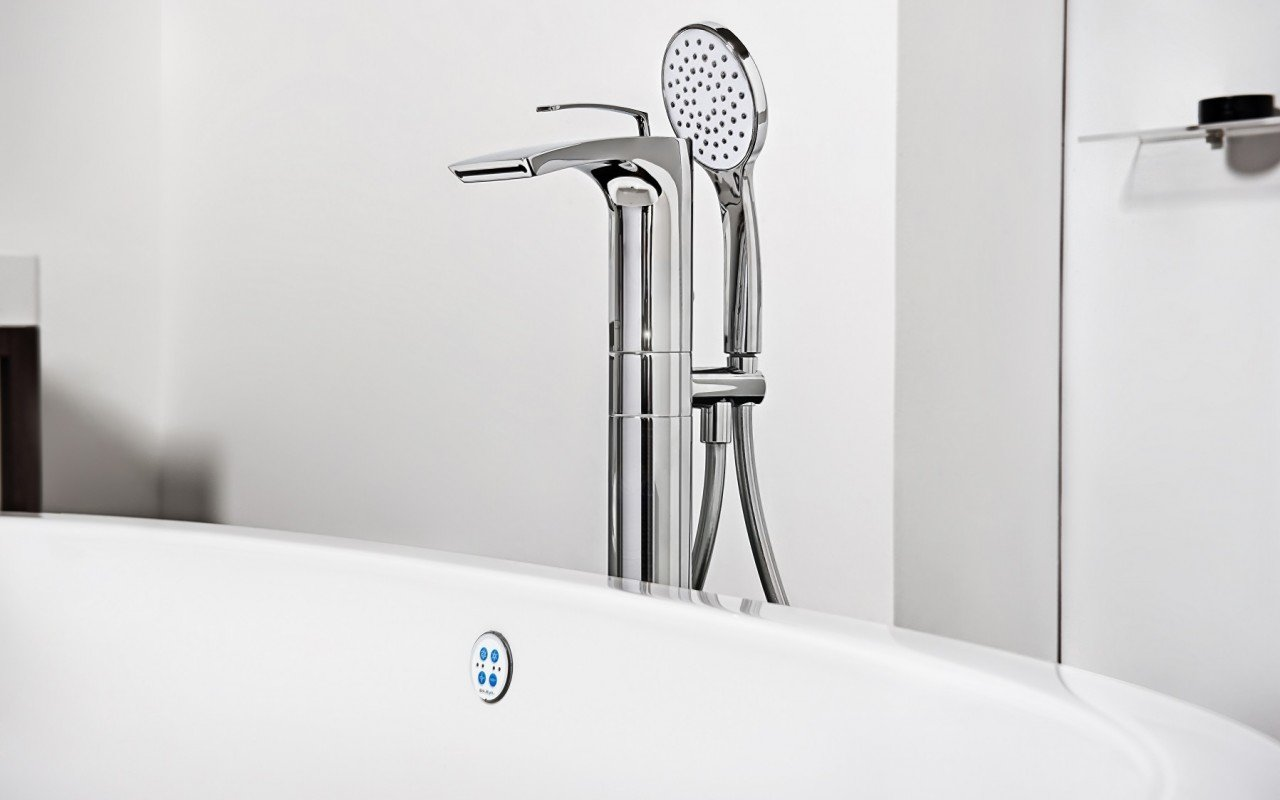 Bollicine Floor Mounted Bath Filler ChromeDSC2830