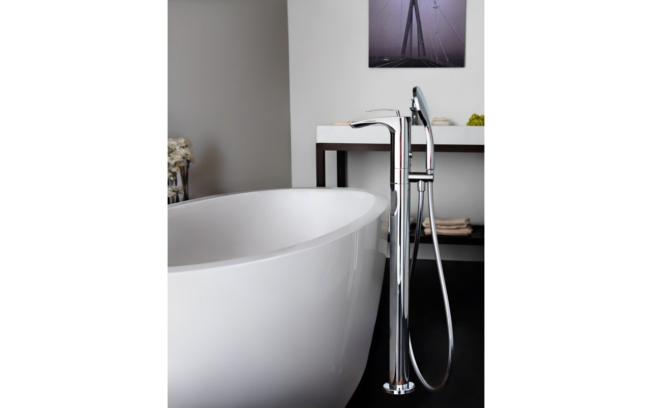 Bollicine Floor Mounted Bath Filler ChromeDSC2865