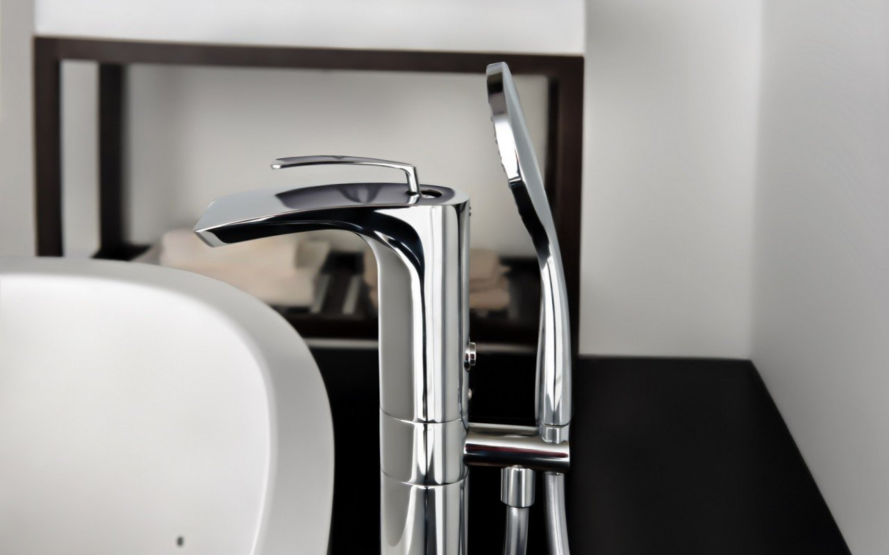 Bollicine Floor Mounted Bath Filler ChromeDSC2866