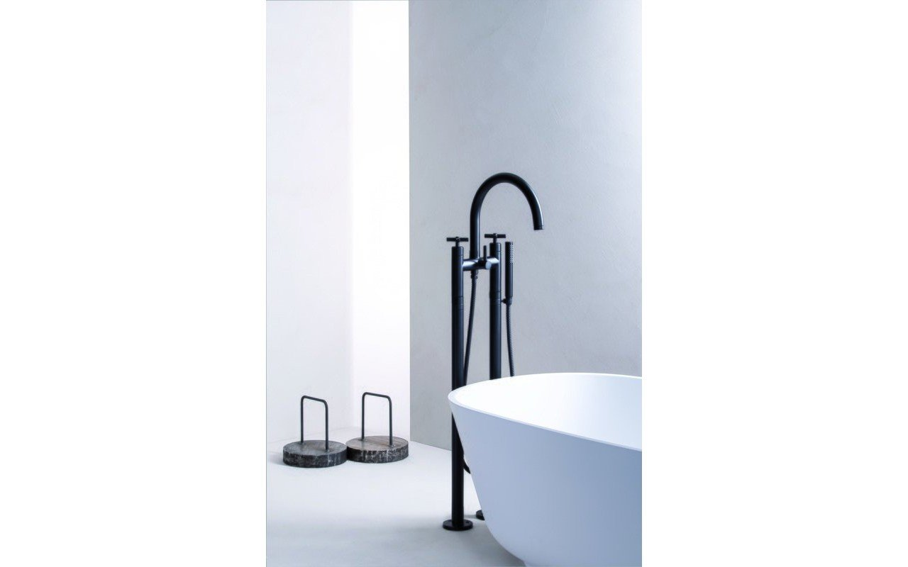 Celine Floor Mounted Bath Filler 02 (web)