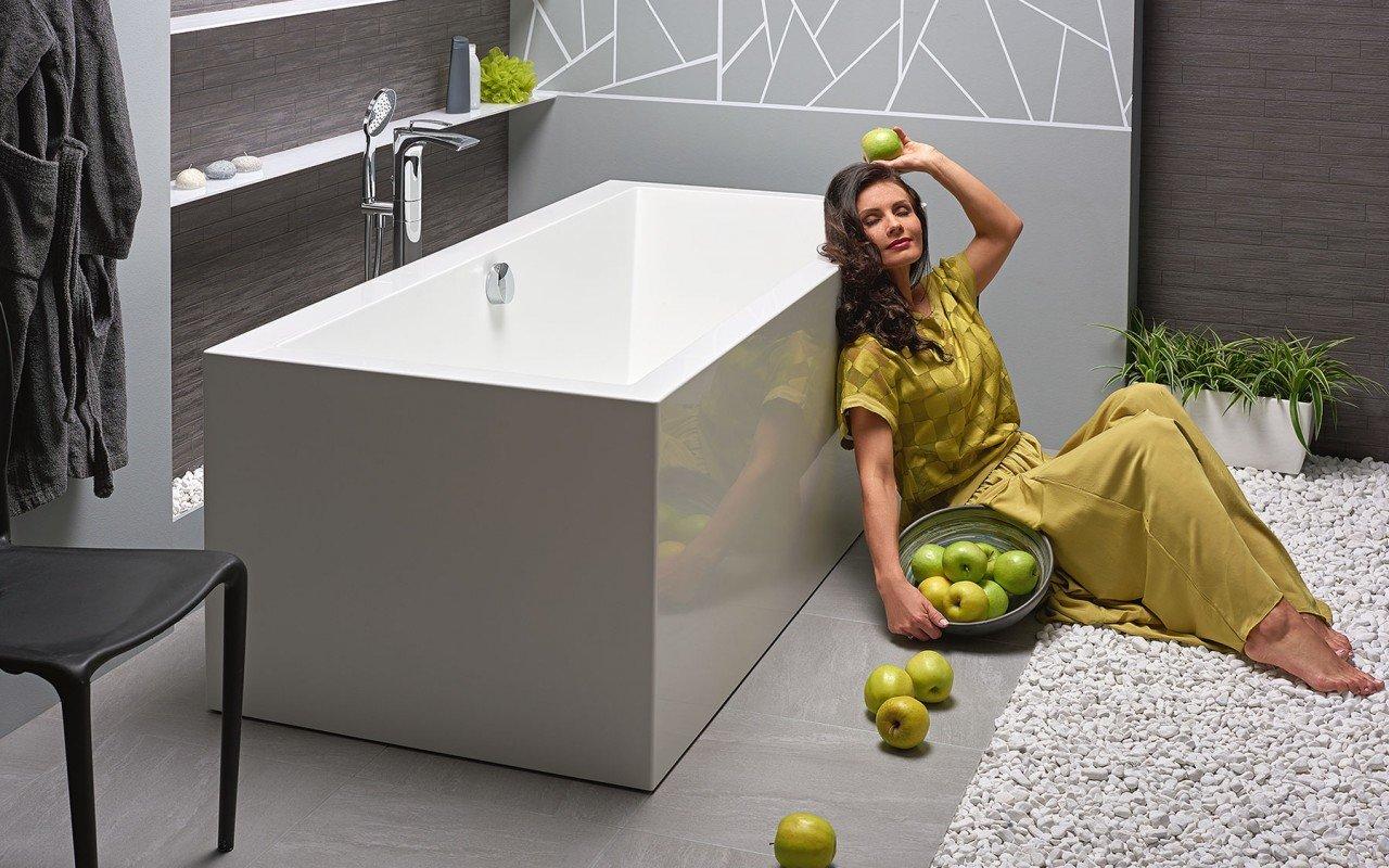 Continental Wht Freestanding Solid Surface Bathtub by Aquatica web (13)