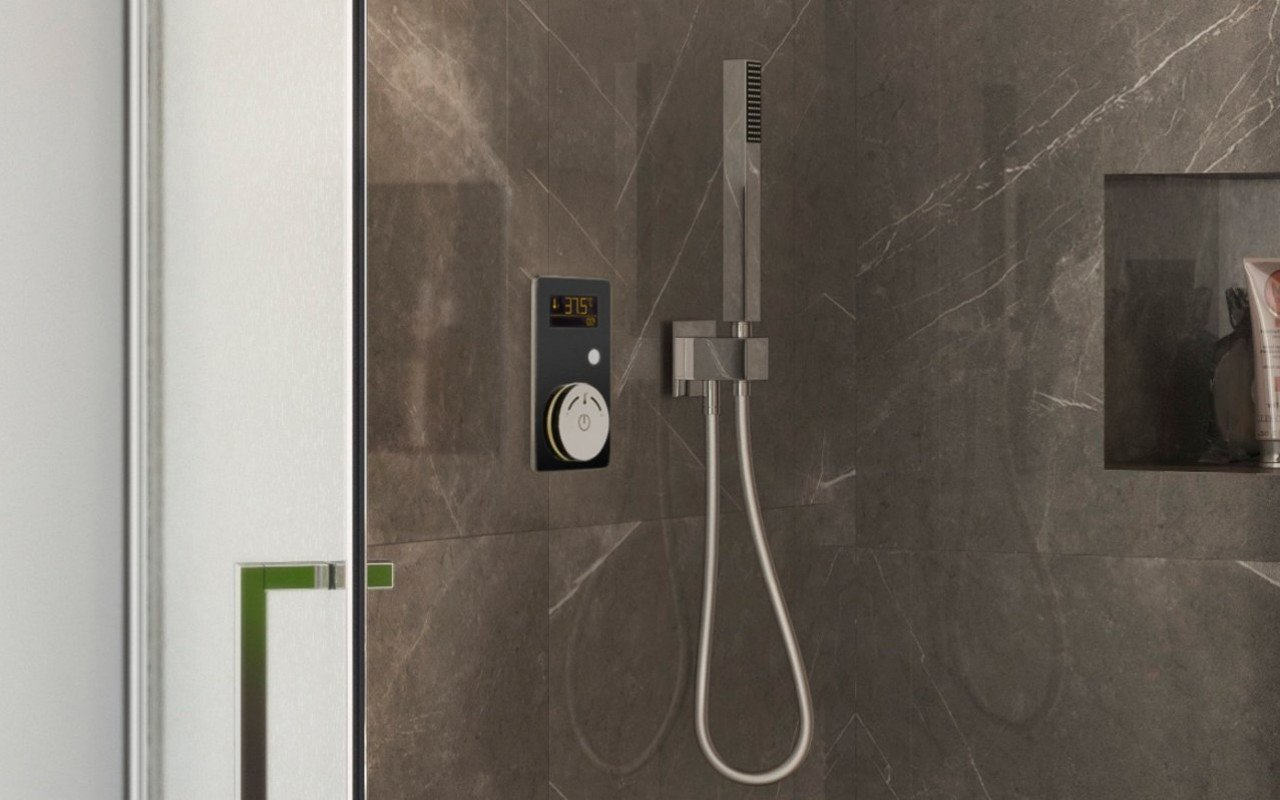 Multiplex Trio Shower Control Black 02 (web)
