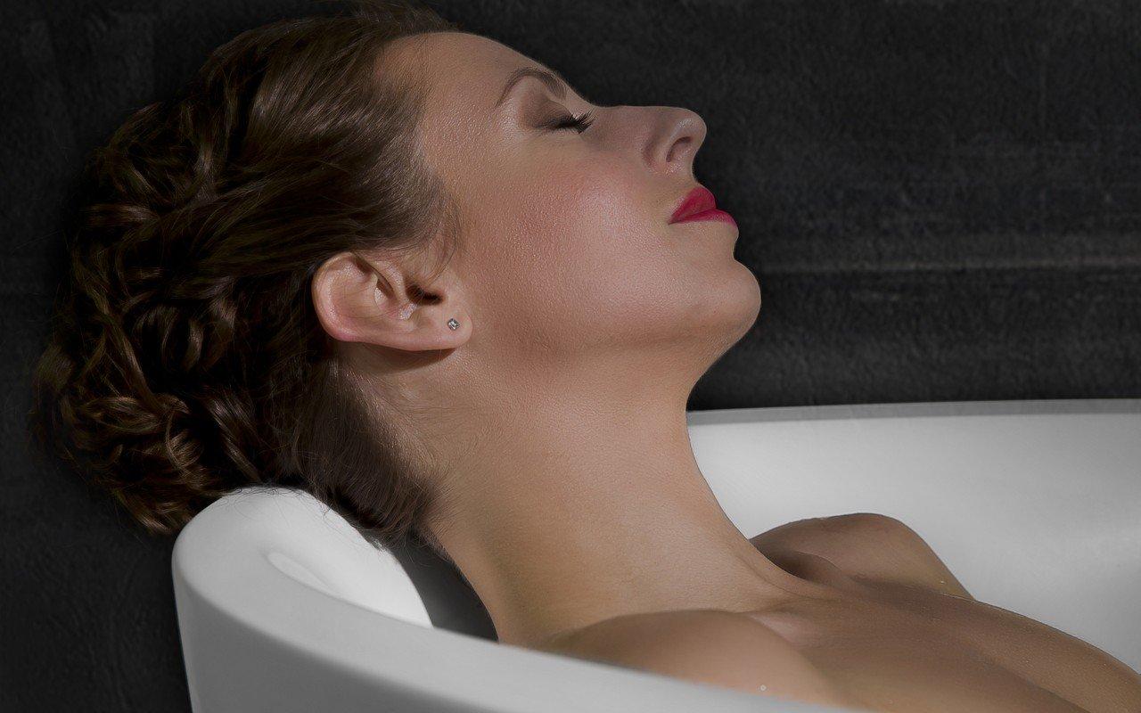 Sensuality mini f wht freestanding solid surface bathtub 09 (web)