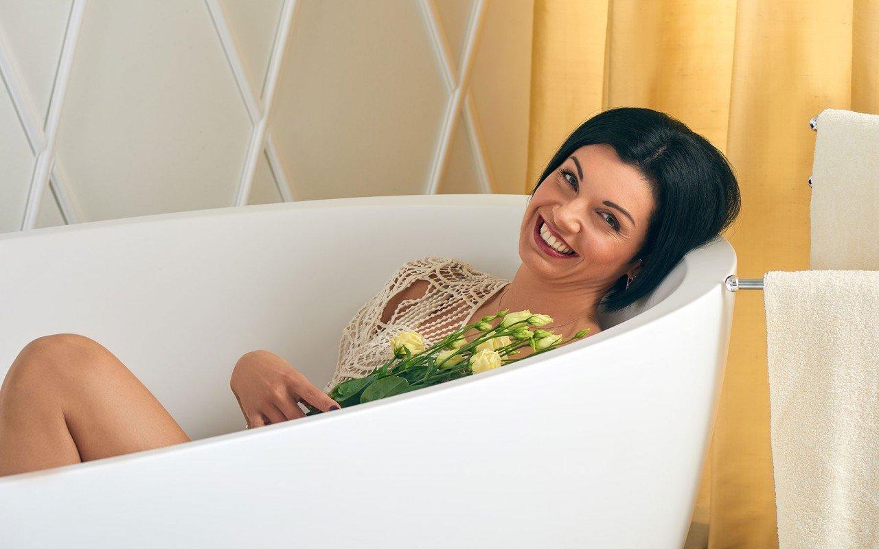 Sensuality wht freestanding oval solid surface bathtub by Aquatica 06 04 16––14 26 31 WEB