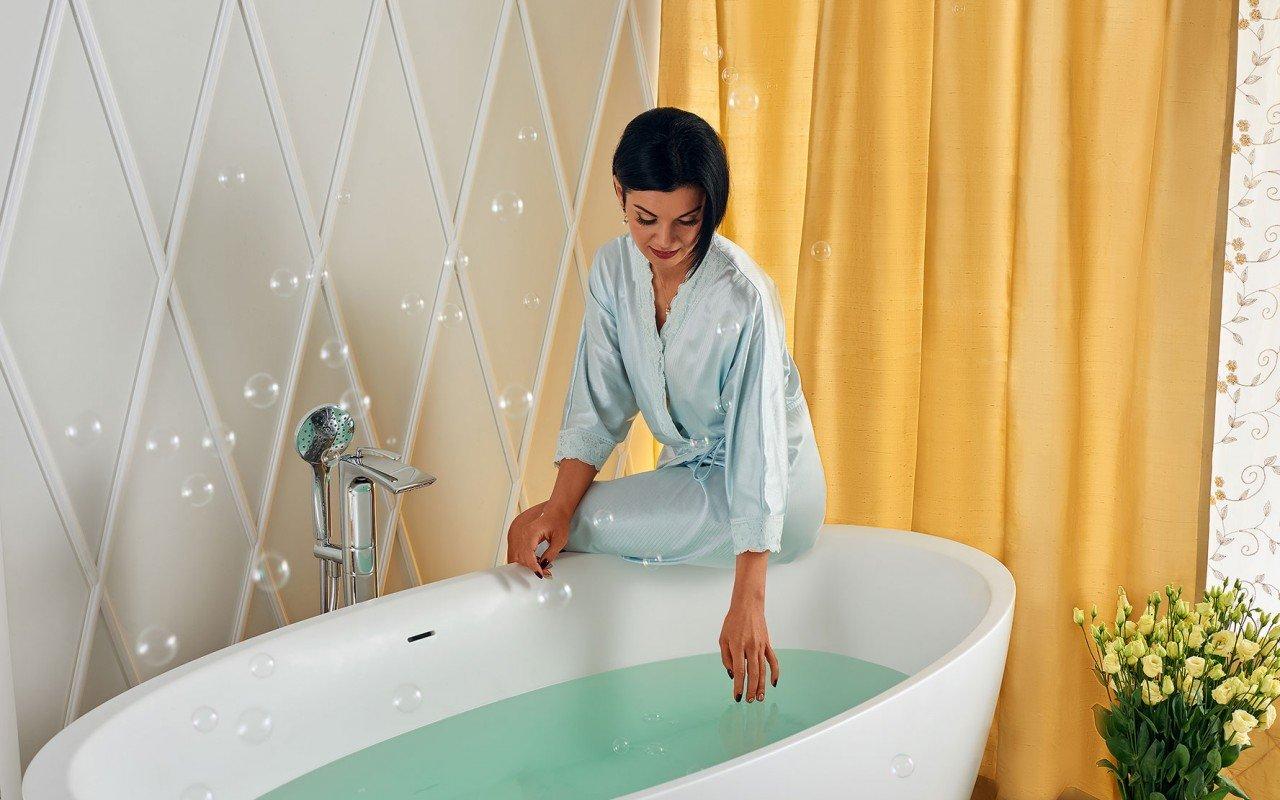Sensuality wht freestanding oval solid surface bathtub by Aquatica 06 04 16––15 52 50 WEB