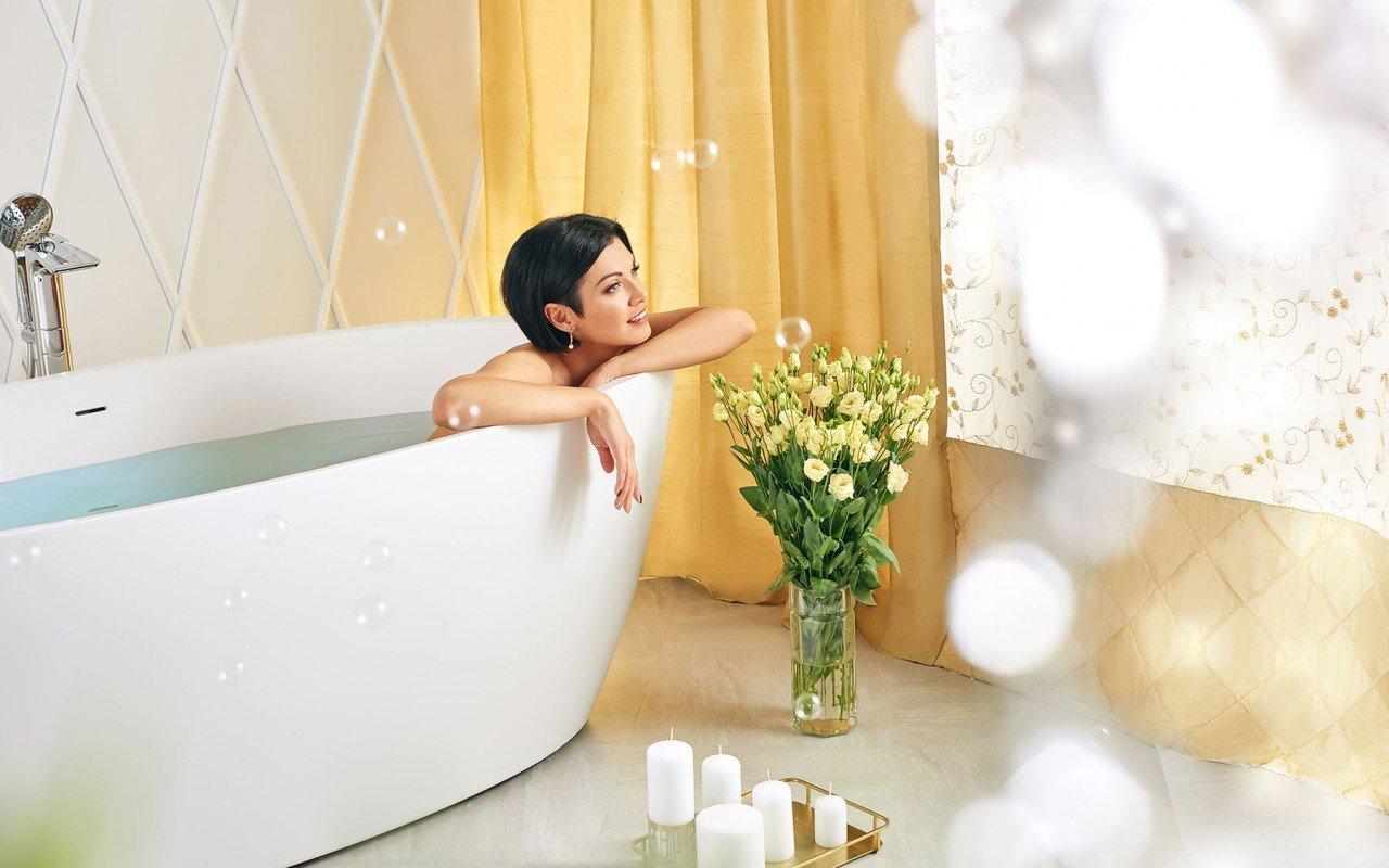 Sensuality wht freestanding oval solid surface bathtub by Aquatica 06 04 16––16 05 23 WEB
