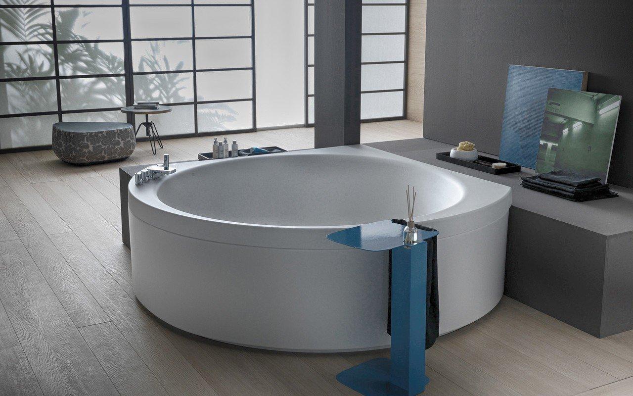 Suri wht corner velvetty acrylic bathtub 02 (web)