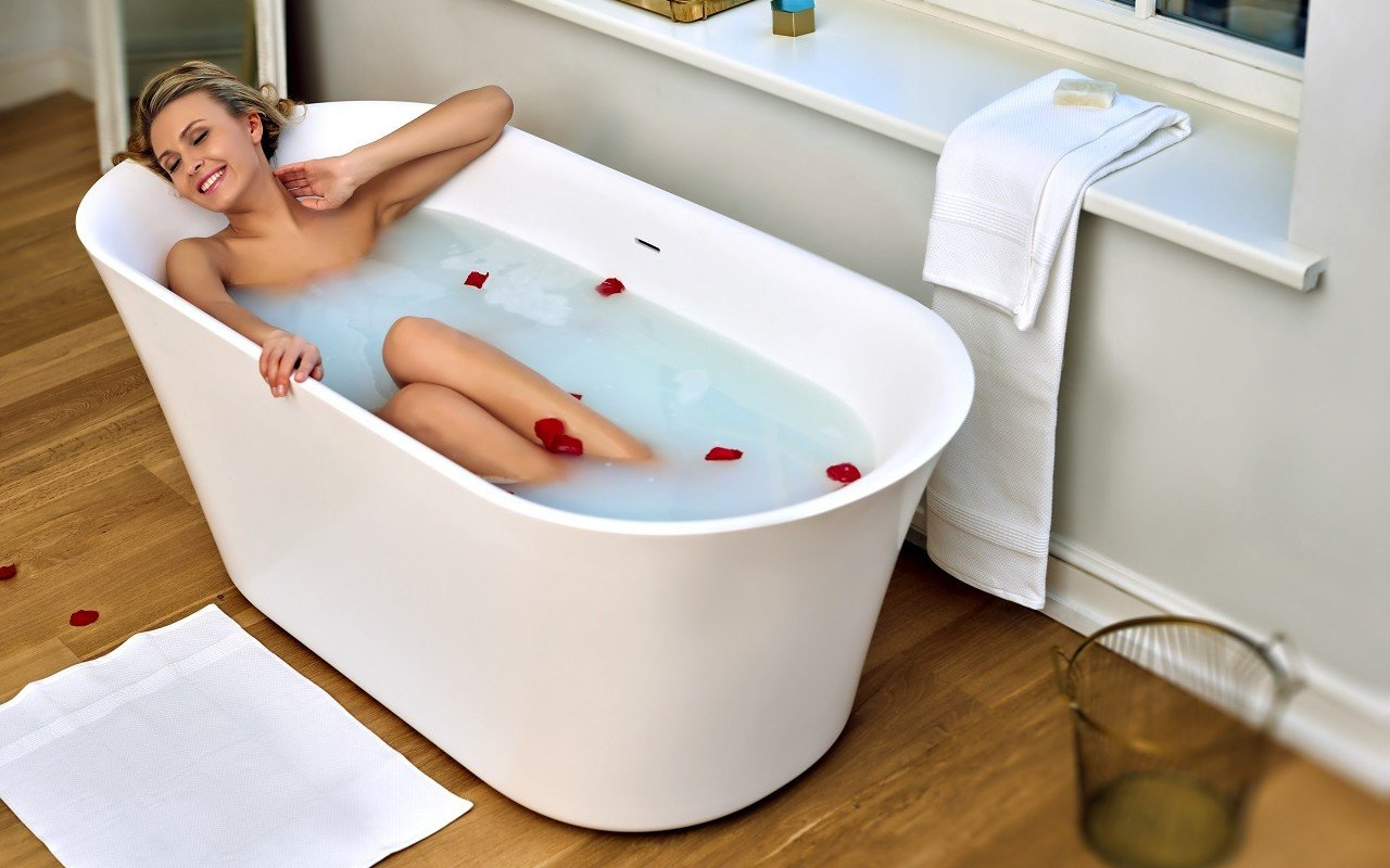 Tulip Wht Freestanding Slipper Solid Surface Bathtub by Aquatica web 0369