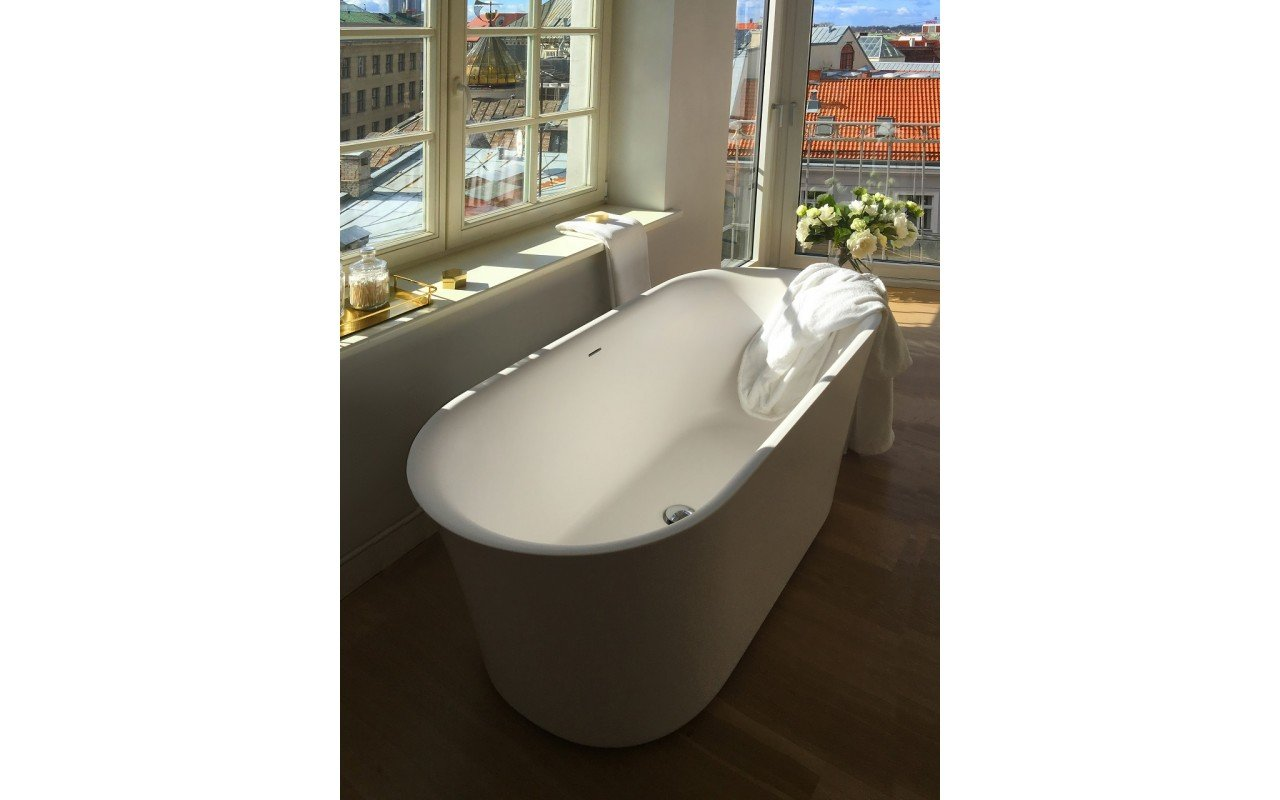 Tulip Wht Freestanding Slipper Solid Surface Bathtub by Aquatica web 20160318 134001