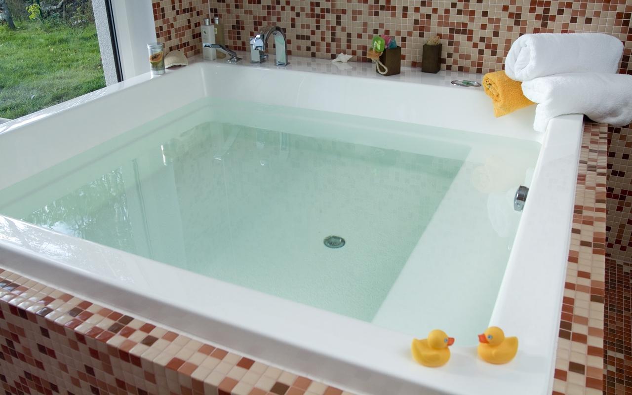 Aquatica Lacus Wht Drop In Acrylic Bathtub web 1