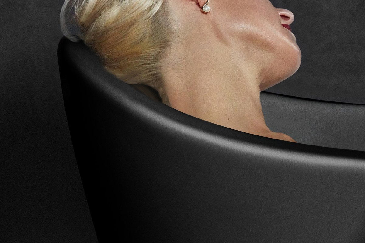 Emma 2 Black headrest (web)