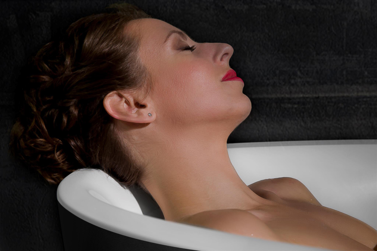 Sensuality mini f black wht relax freestanding solid surface bathtub by Aquatica 07 (web)