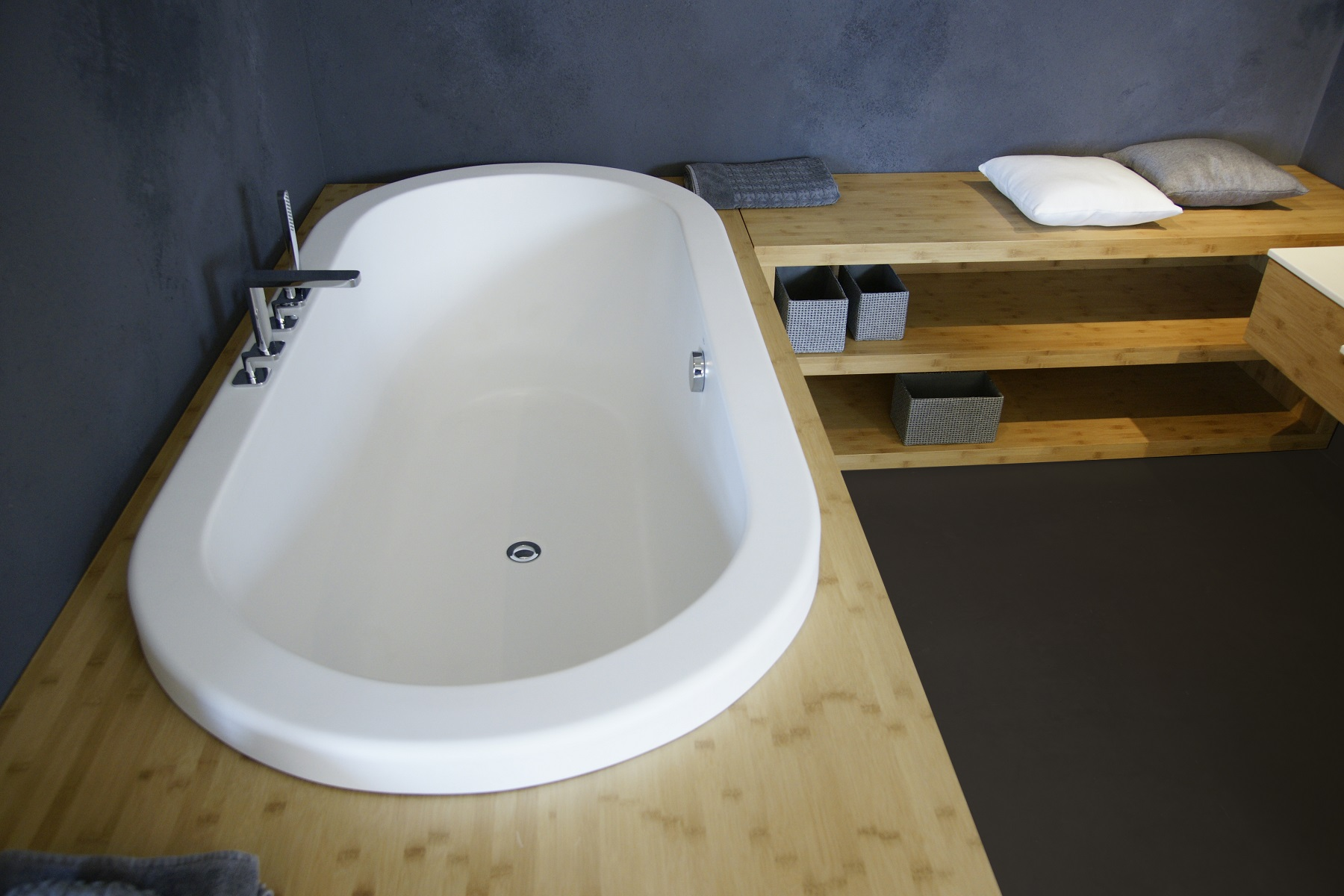 Gorgeous soaking tubs for your small bathroom for Drop in tub sizes