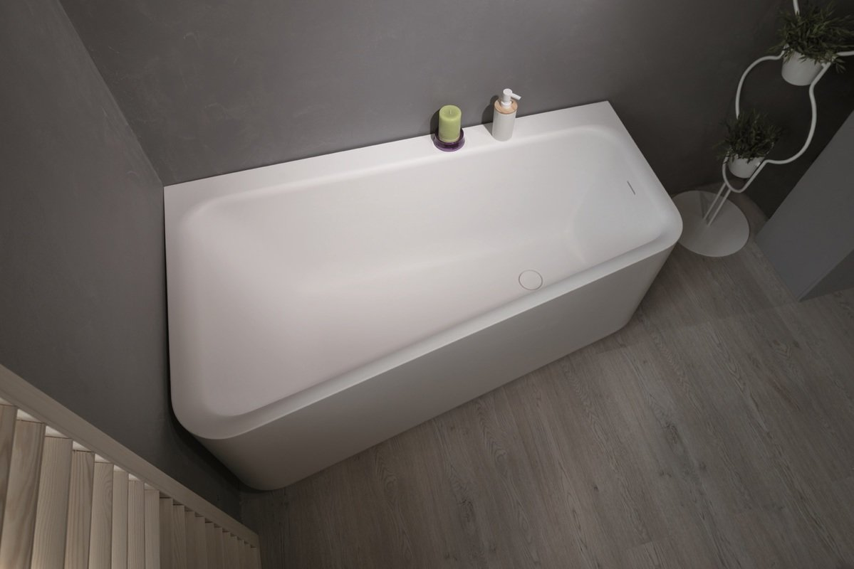 Gorgeous soaking tubs for your small bathroom for Small bathroom tub