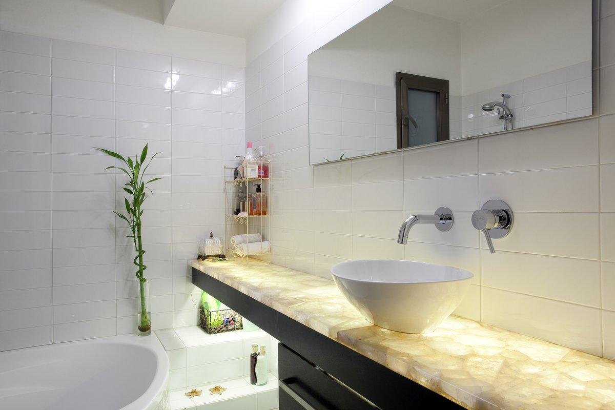 small corner bathtubs